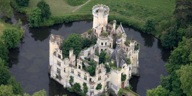 chateau-de-la-mothe-chandeniers-secret-world