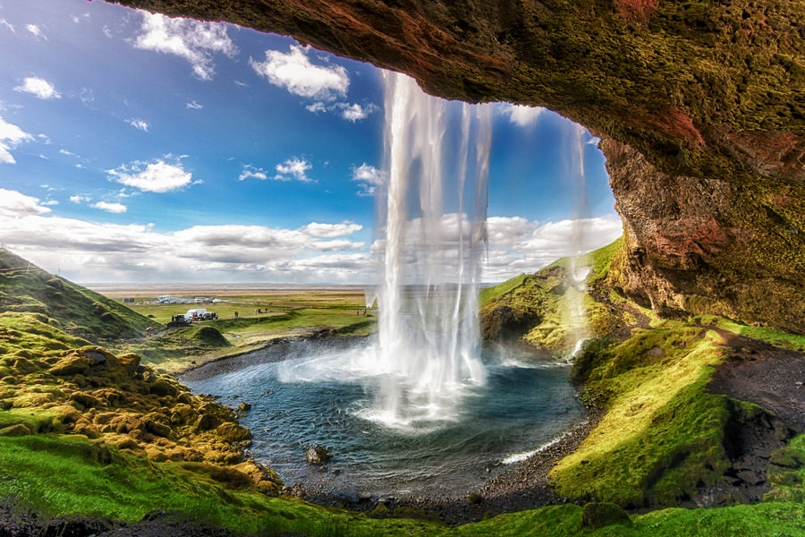 the-amazing-seljalandsfoss-waterfall-secret-world