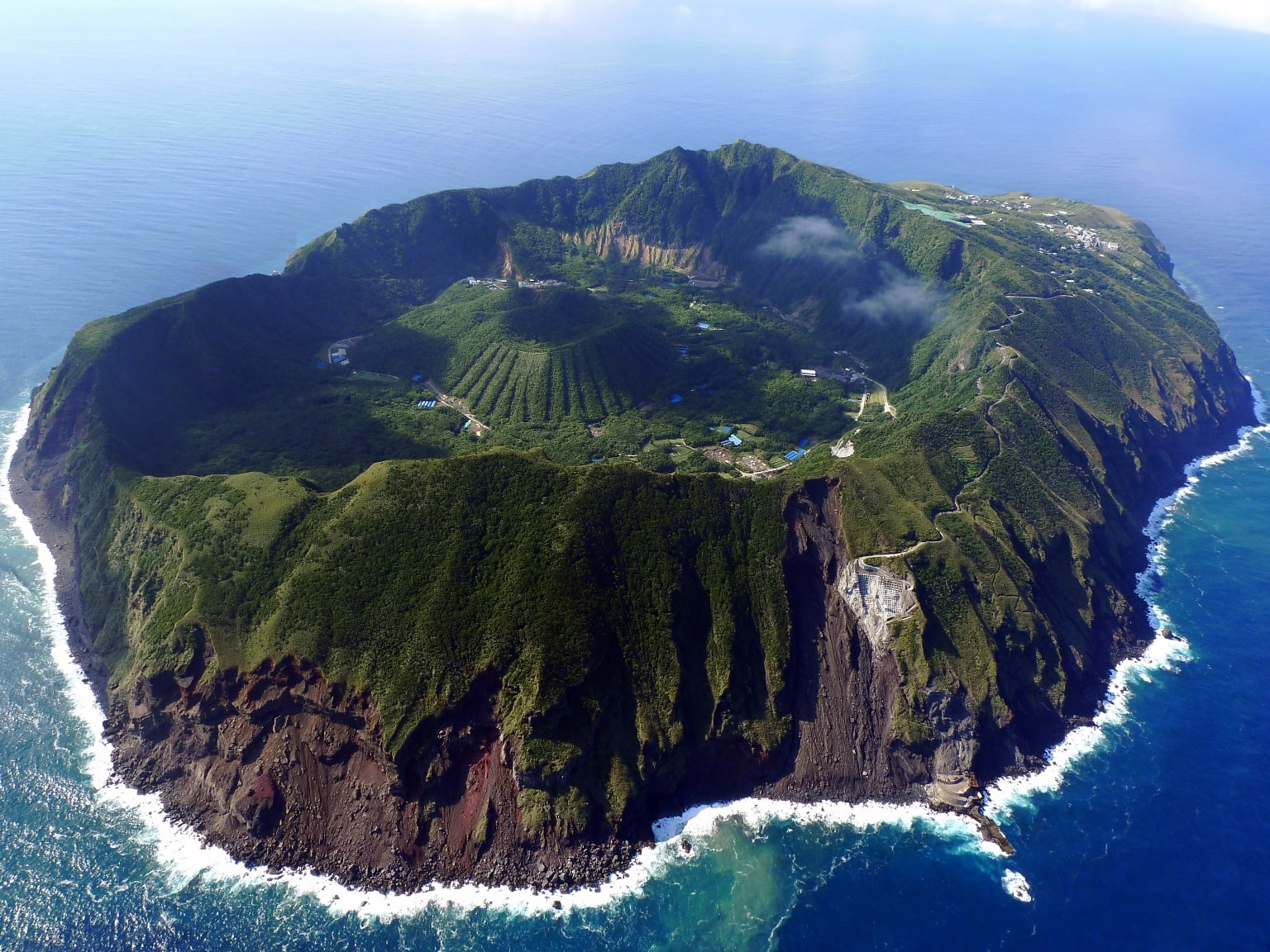 aogashima-tokyos-secret-island-paradise-secret-world