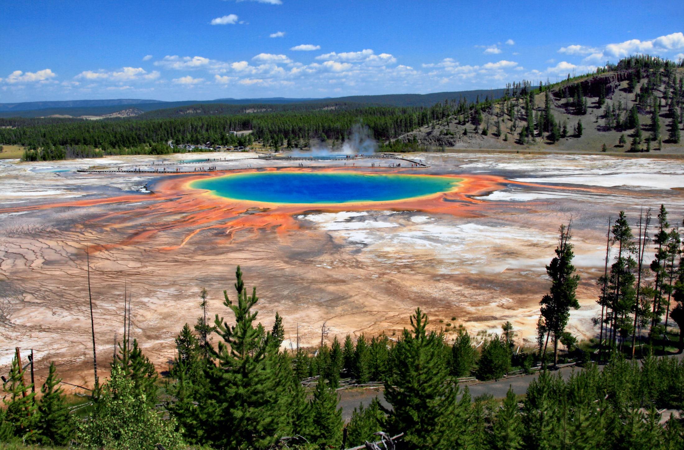 grand-prismatic-hot-spring-the-largest-o-secret-world