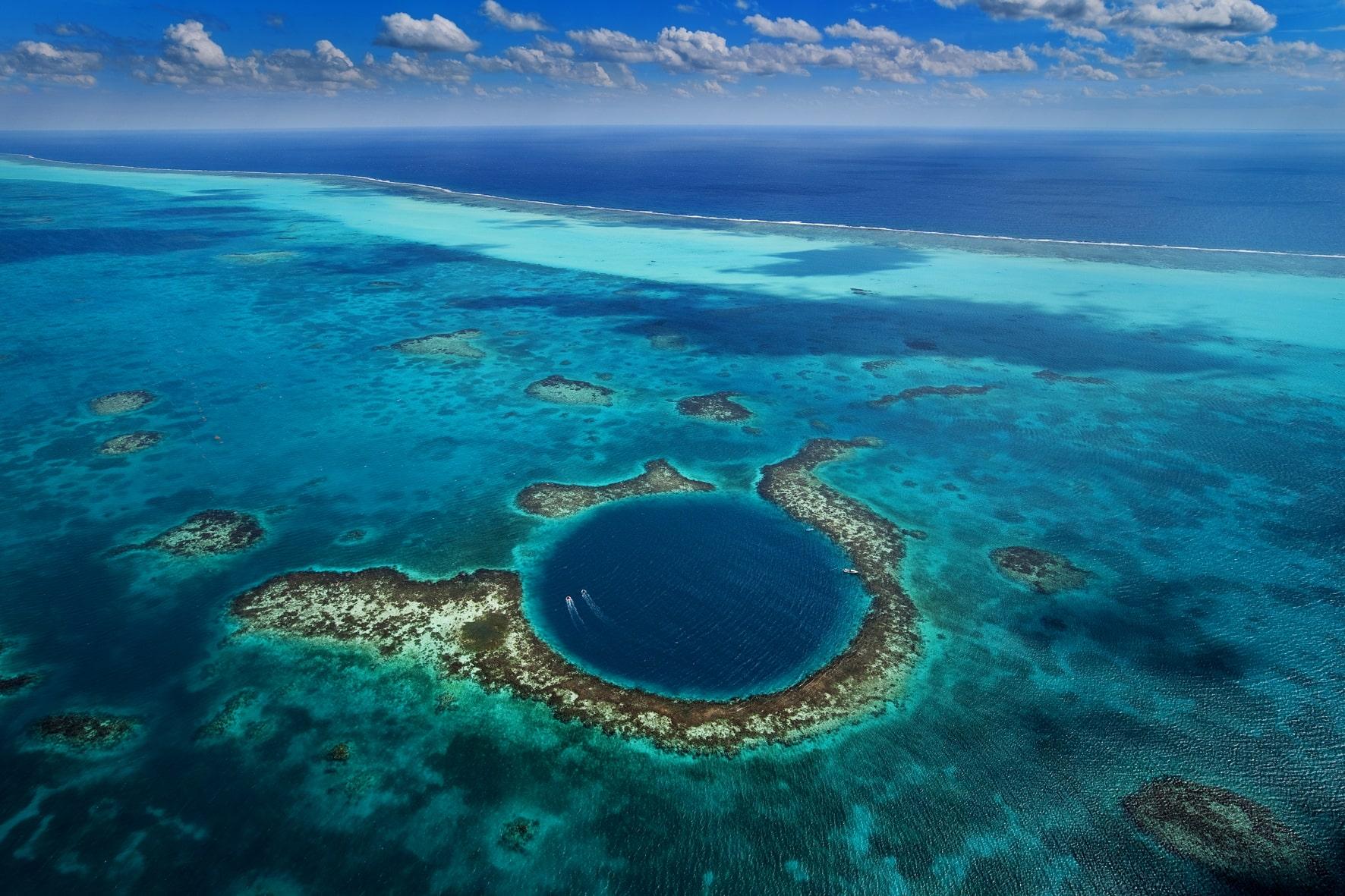 great-blue-hole-worlds-largest-submarin-secret-world