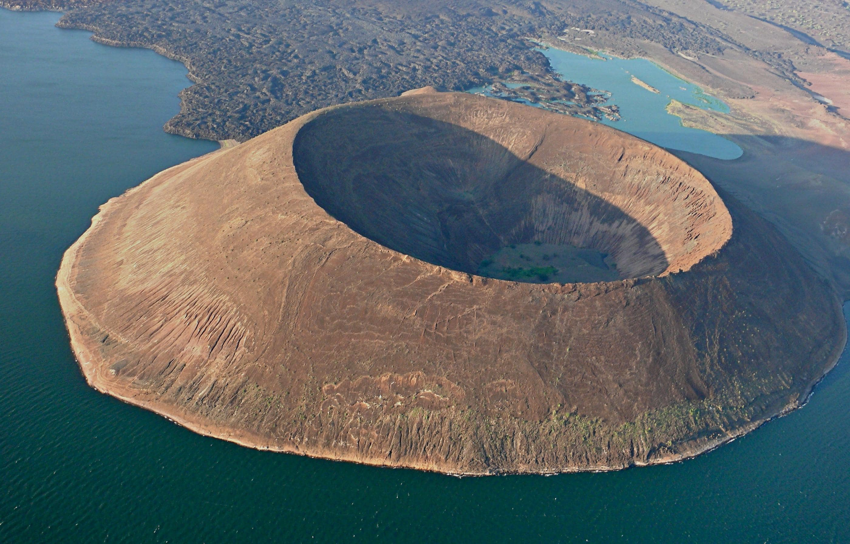 nabiyotum-crater-and-the-lake-turkana-k-secret-world