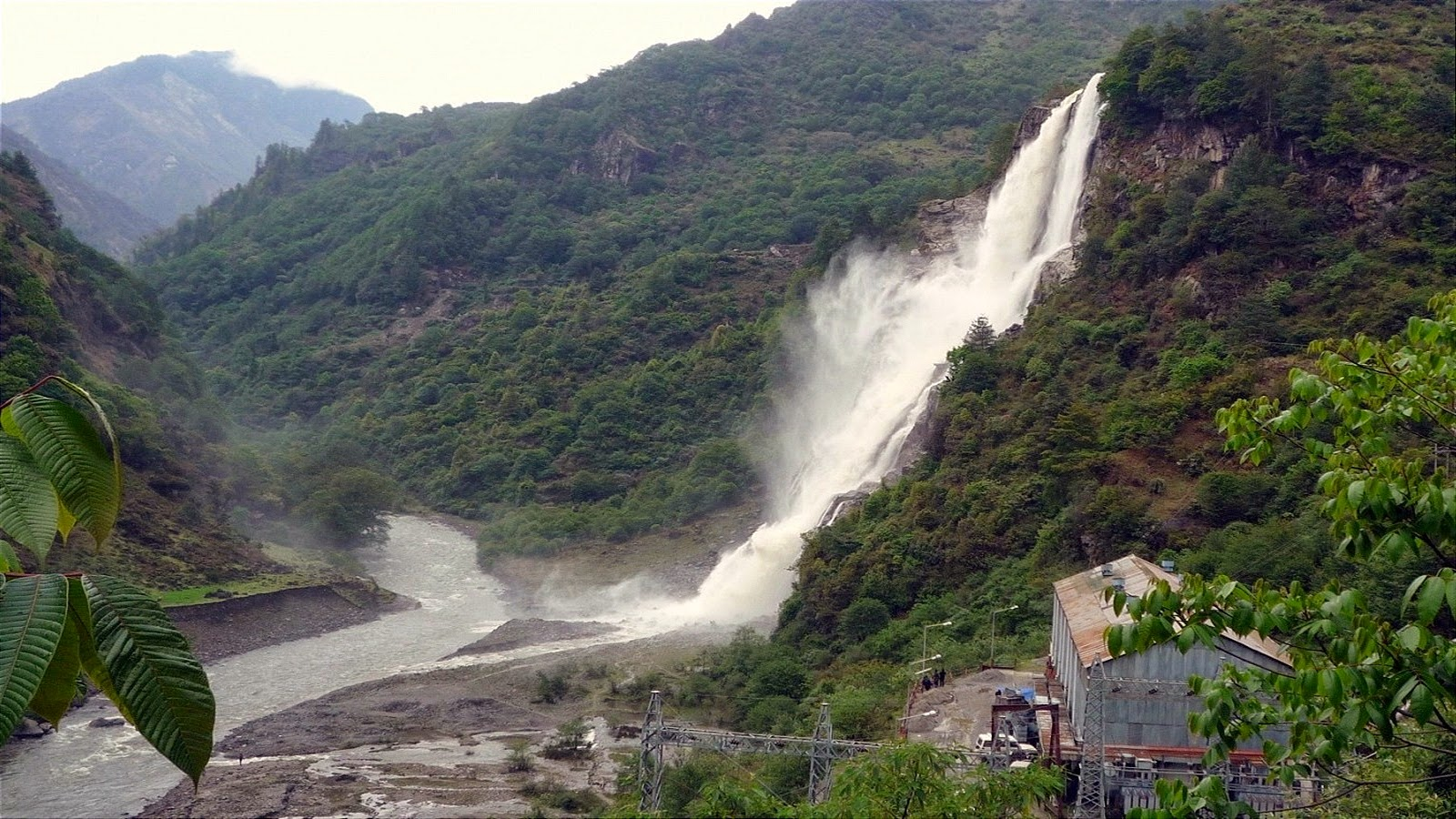 nuranang-falls-tawang-arunachal-pradesh-secret-world