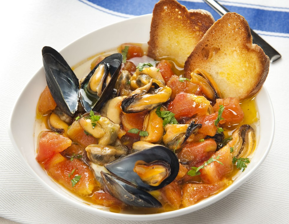 naples-and-food-mussel-soup-secret-world
