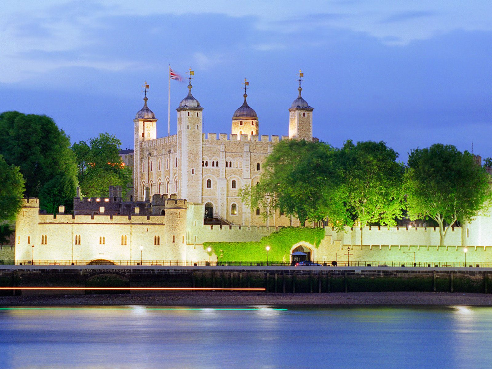 the-white-tower-in-london-secret-world