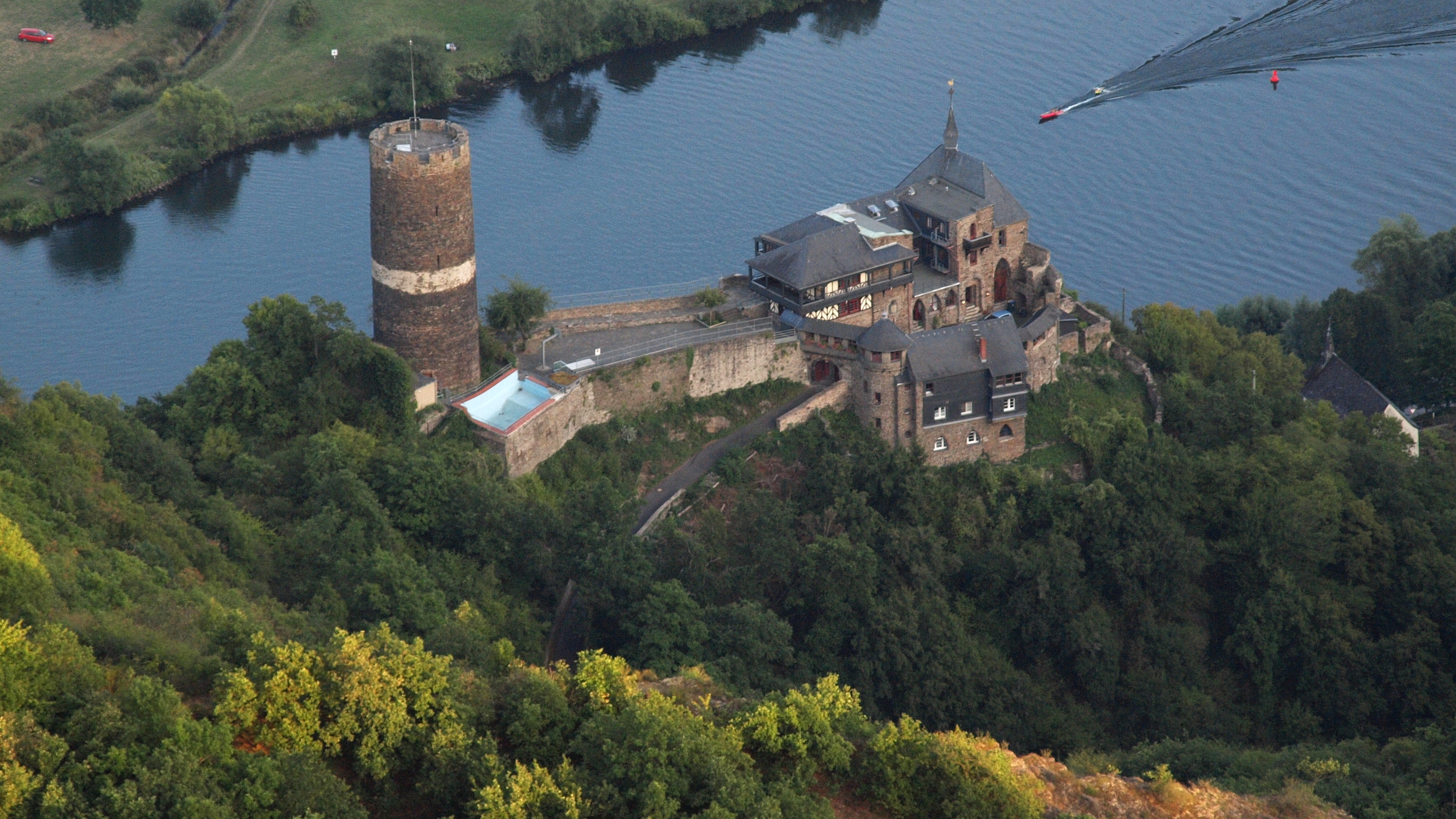bischofstein-castle-secret-world