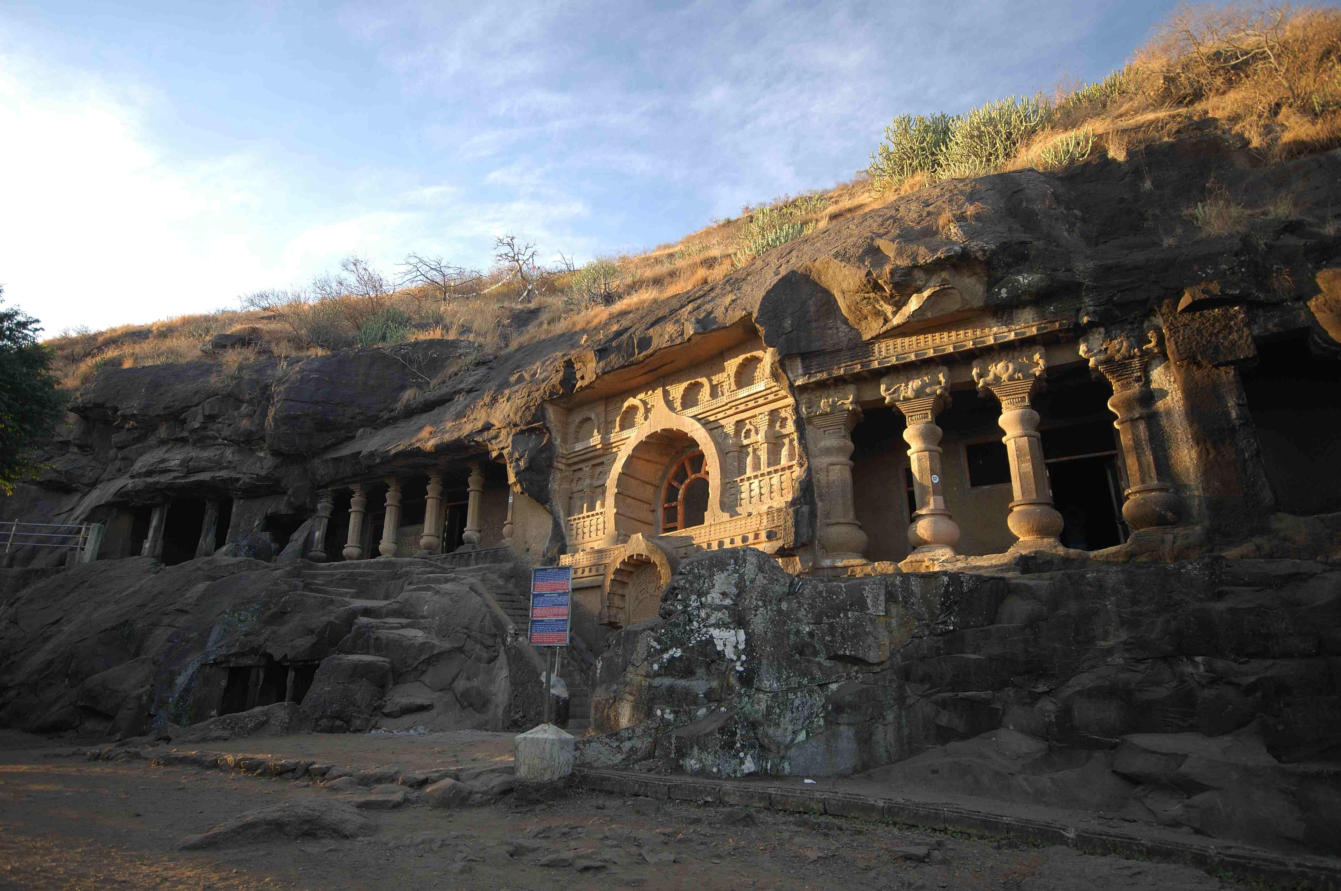 pandavleni-caves