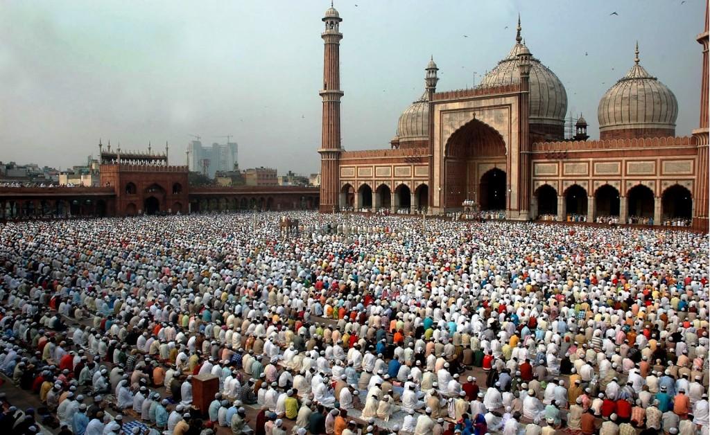 jama-masjid-mosque-the-largest-in-india-secret-world