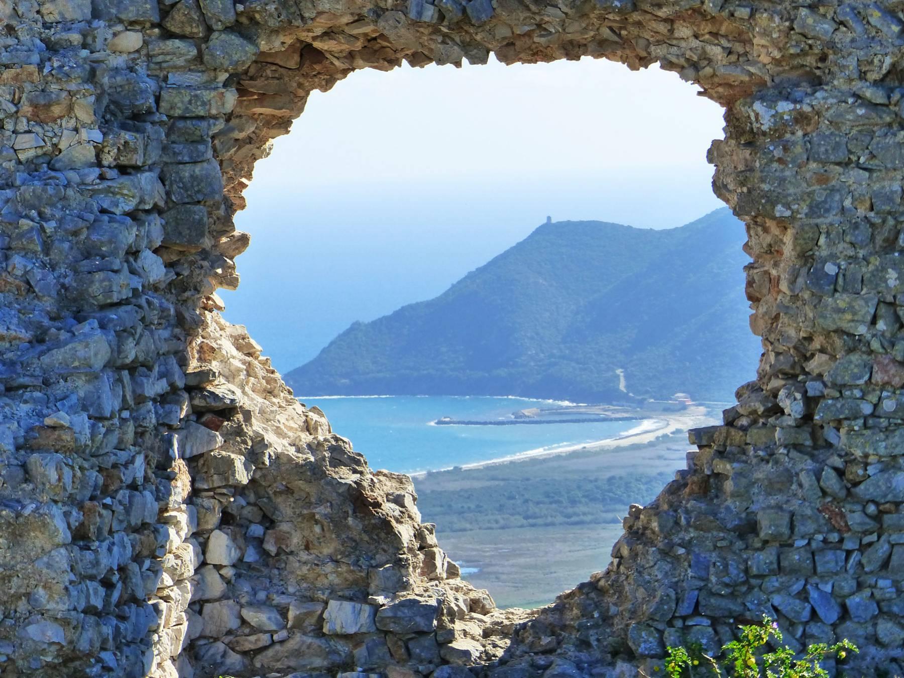 le-rovine-del-castello-di-quirra