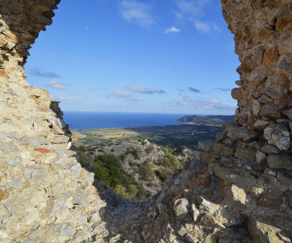 Le rovine del castello di Quirra.