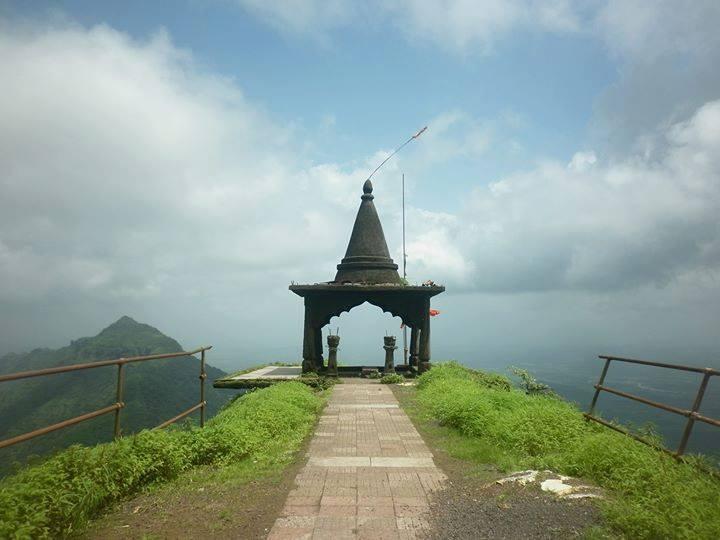 maharastra-pevnost-vikatgad-secret-world