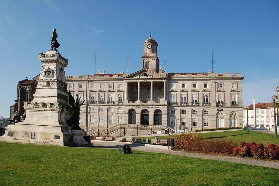 palacio-da-bolsa-adalah-porto-lama-bursa-secret-world