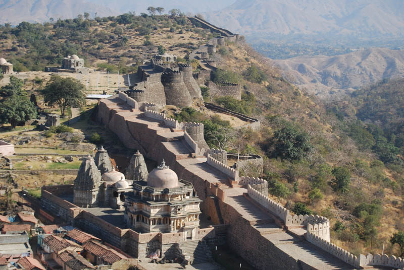 the-fort-of-kumbhalgarh-and-the-great-wall-of-india-secret-world