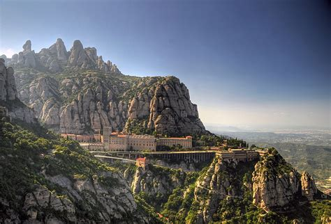 iconica-montserrat-en-cataluna-secret-world