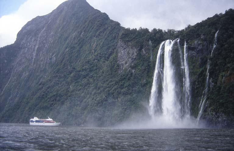ena-od-mostev-mora-videti-novo-zelandijo-secret-world