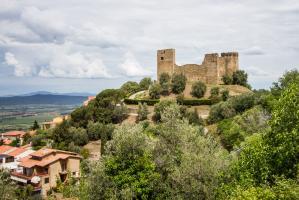 Scarlino e la Rocca Pisana... - Secret World