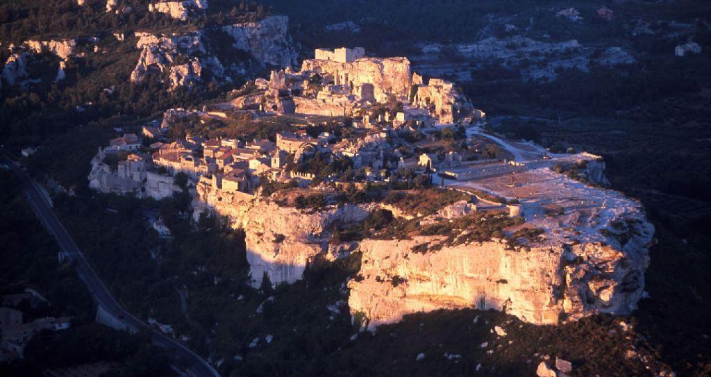 provence-citadelle-des-baux-secret-world