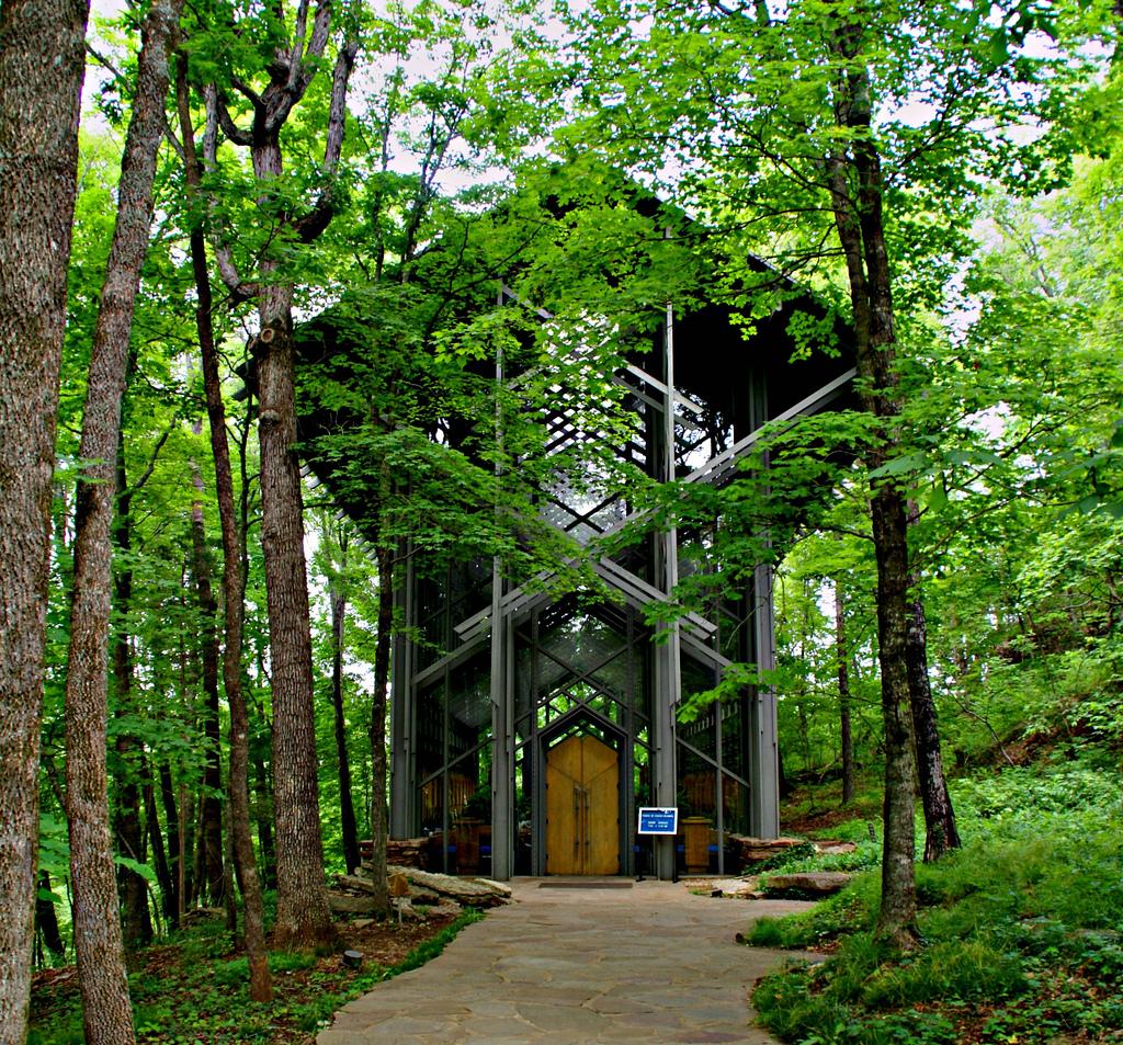 the-thorncrown-chapel-a-link-between-natur-secret-world